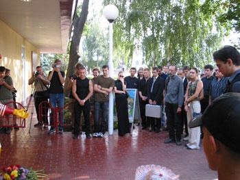 Цветочки для Рональда. Флешмоб в Одессе 30 августа 2003 года