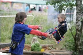 Помощники на детской площадке